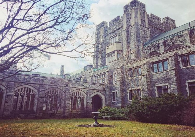 University of Toronto Dean's Master of Information Scholarships in Canada